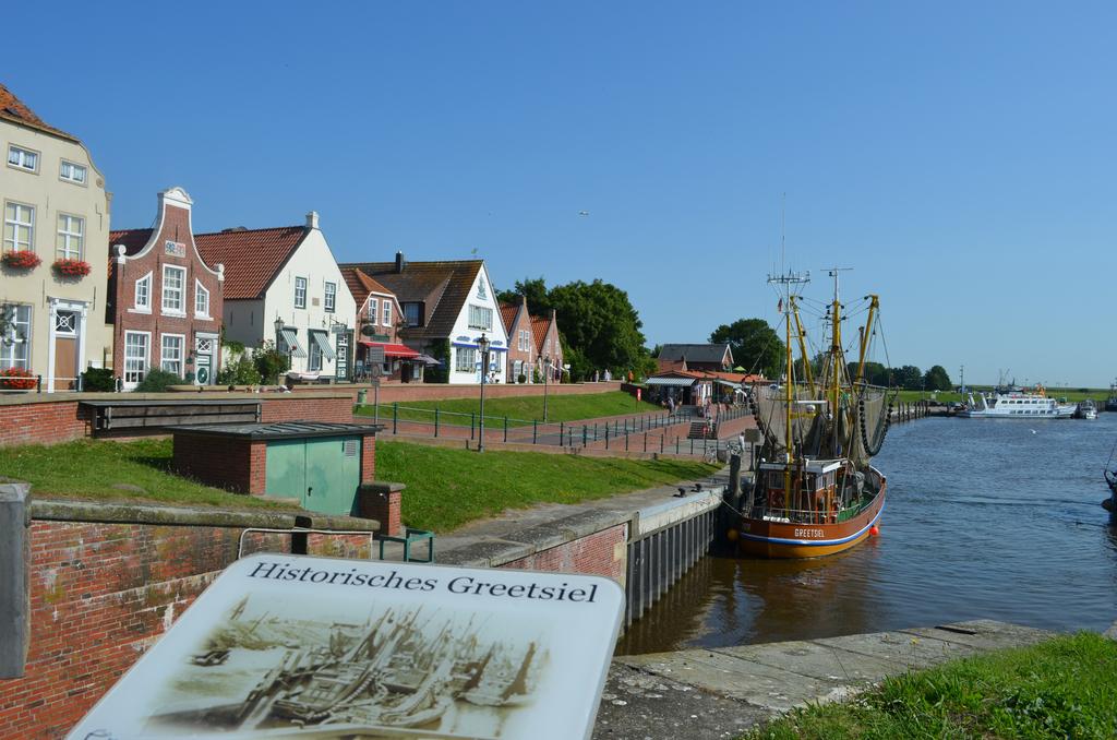 1535_Kutterhafen_in_Greetsiel.1024