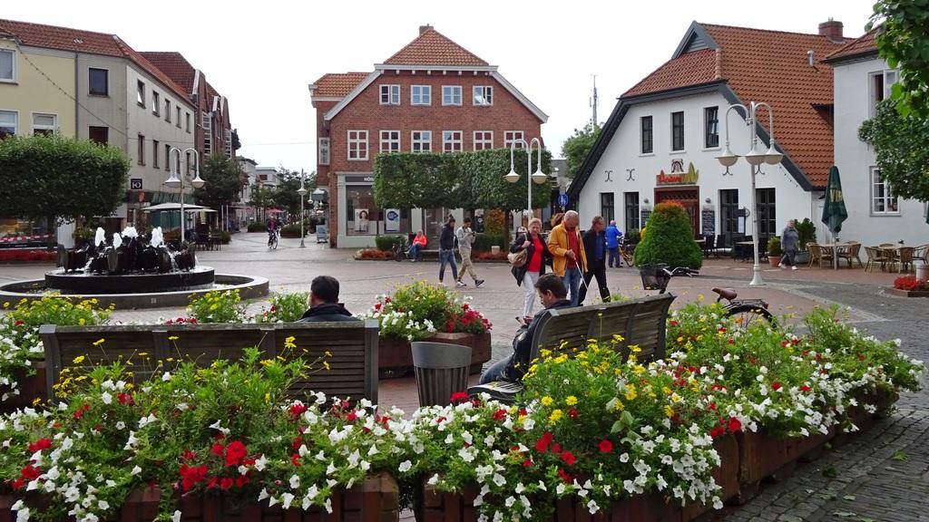 4991_Auf_dem_Marktplatz_in_Westerstede.1024