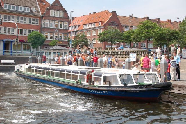 Hafenfahrt Emden1