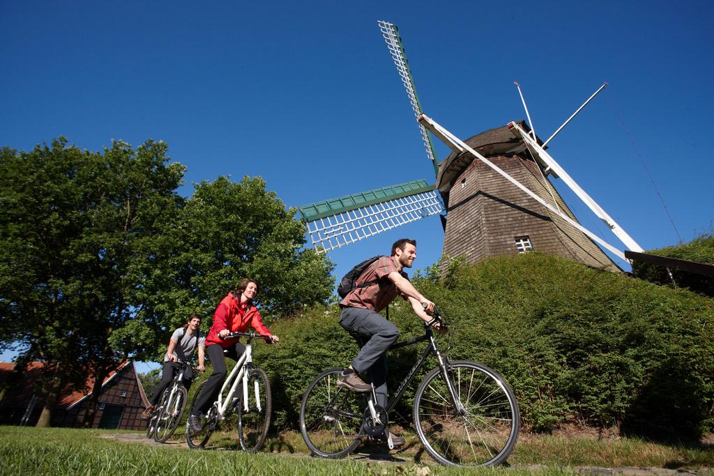 Radfahrer_an_der_Mersmuehle_in_Haren