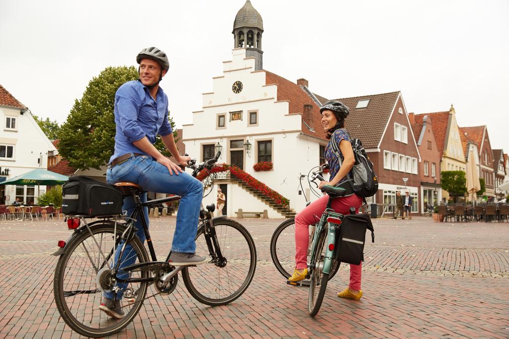 Radfahrer auf dem Marktplatz Lingen